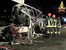 Xe buýt chở học sinh bất ngờ bốc cháy, hơn chục học sinh thiệt mạng