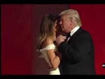 Tổng thống Trump và phu nhân tình tứ khiêu vũ ngày nhậm chức