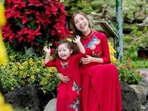 Elly Trần cùng con gái diện áo dài đôi đi du xuân chơi đón Tết