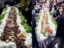 Học sinh làm bún chả cho hơn 100 người và bài học về ẩm thực