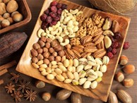 Nhà nào cũng ăn 3 loại hạt này ngày Tết mà không biết tác hại của chúng với sức khỏe