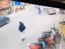 Đang thong dong vào nhà, người đàn ông hoảng hốt khi phát hiện sự việc sau lưng