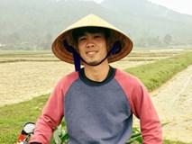 Công Phượng đội nón lá, bẻ ngô giúp bố mẹ nhân dịp về quê ăn Tết