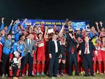 Cầu thủ Than Quảng Ninh nhận thưởng tiền tỷ