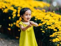 Yêu quá hình ảnh trẻ em đón Tết trên phố, trong công viên và cả ở ga tàu...