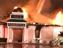 Nhà thờ Hồi giáo ở Mỹ bị thiêu rụi sau lệnh cấm nhập cư
