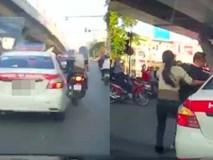 Người đàn ông chạy SH chặn xe taxi, dọa đánh tài xế vì không được tạt đầu