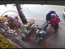 Trộm xe máy trước mắt nhiều người mà không bị phát hiện