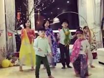"""Các con MC Phan Anh """"quẩy"""" tưng bừng chào năm mới"""