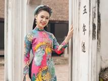 Người đẹp Hoa hậu Việt Nam mặc áo dài rực rỡ du Xuân làng cổ