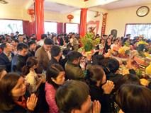 Cảnh hỗn loạn khi tranh lộc tại chùa Hương