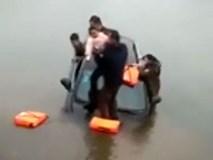 Bố mạo hiểm ném con gái lên bờ, thoát khỏi ô tô đang chìm