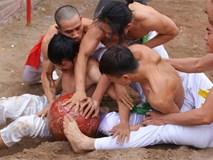 Clip: Đánh nhau đổ máu trong lễ hội vật cầu Hà Nội