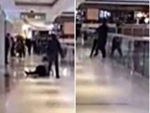 Cãi nhau, nam thanh niên cố gắng ném bạn gái từ tầng 3 của trung tâm thương mại xuống đất