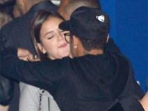Neymar không ngại bày tỏ tình cảm với bạn gái Bruna ở chốn đông người