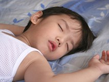 Cho con đi ngủ sớm hơn 20 phút mỗi ngày, bạn sẽ nhận được kết quả bất ngờ