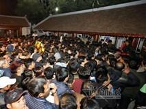 Video: Biển người chen lấn sau lễ khai ấn đền Trần