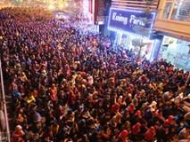 Clip: Người dân chen chúc nhau xin lộc trong lễ cầu an lớn nhất năm ở chùa Phúc Khánh