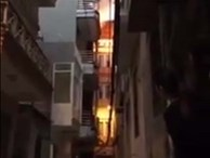 Hóa vàng mã cúng rằm tháng Giêng, nhà 4 tầng cháy ngùn ngụt