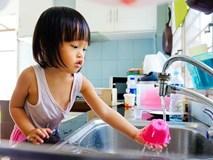 Để trẻ làm việc nhà ngay từ bé là bố mẹ đang nuôi dạy con thành người tự chủ