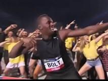 """Usain Bolt chạy như đi bộ, vẫn cho đối thủ """"hít khói"""""""