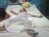Mẹ bất cẩn, bé trai 19 tháng tuổi tử vong vì ngã vào nồi cháo nóng
