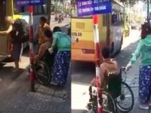 Vụ người tàn tật bị xe buýt bỏ rơi: Cửa hẹp không thể đưa xe lăn lên được?