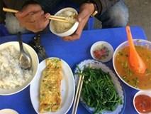 Bữa cơm có rau và trứng giá 130.000 đồng gây tranh cãi sục sôi