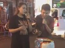Cặp đôi gây náo loạn phố Tây Bùi Viện với màn song ca hit 'Anh' cực đỉnh