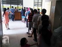 Cư dân ngao ngán chờ hơn 1 giờ đồng hồ để nộp tiền điện nước tại chung cư