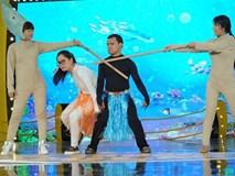 Thầy bôi xấu trò trong showbiz Việt:
