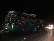 Nổ xe khách kinh hoàng trong đêm, 2 người chết, 12 người nhập viện