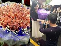 Chàng trai gây choáng khi tặng bạn gái bó hoa làm bằng tiền