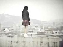 Ghen tị vì mẹ sinh em bé, cô bé 14 tuổi nhảy lầu tự tử từ tầng 26