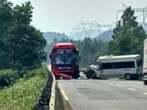 Hai xe khách đấu đầu, tài xế thiệt mạng trên ghế lái