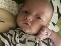 Đặt con 3 tháng tuổi trên ghế rung rồi tranh thủ vào nhà vệ sinh, cha đau đớn vì cảnh tượng sau đó