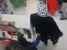 Phẫn nộ người mẹ dàn cảnh để con nhỏ trộm điện thoại