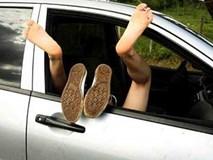"""Lái xe taxi bất ngờ khi khách nữ đòi """"trả phí bằng tình"""""""