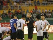 """Trưởng giải V-League bị """"ném đá"""" sau sự cố trên sân Thống Nhất"""