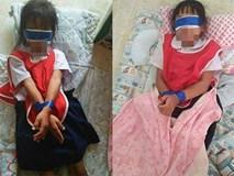 Hai học sinh bị phạt bịt mắt và trói tay chân vì tội xé giấy trong giờ học