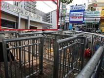 Chóng mặt vì đi bộ trên vỉa hè bị rào chắn như mê cung ở bệnh viện Chợ Rẫy Sài Gòn