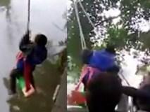 Bố treo con lơ lửng trên sông để ép học Toán