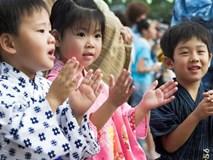 Làm cách nào trẻ 3 tuổi ở Nhật có thể tự bắt xe đi học