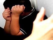 Bé trai 4 tuổi tử vong với hơn 90 vết thương vì bị bạn trai của mẹ chuốc rượu và đánh đập