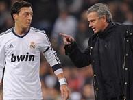 Mourinho hét vào mặt Ozil: 'Đồ hèn nhát'