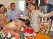 """Cuộc sống hôn nhân ít ai ngờ của cô gái """"quỳ lạy chồng ngày cưới"""""""