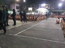 Tranh cãi trăm tù nhân Philippines phải khỏa thân ngoài trời