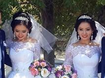 Chị em song sinh cưới chồng cùng ngày, 1 năm sau điều bất ngờ lại xảy ra