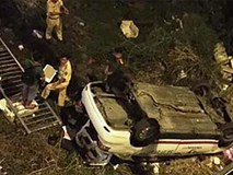Taxi rơi xuống cầu, 1 người chết, 5 người bị thương