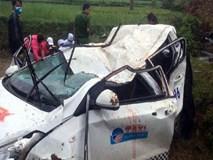 Clip: Hiện trường taxi rơi khỏi cầu, 6 người thương vong